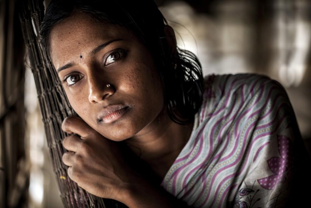 Mulher em Khulna, Bangladesh. Foto de Felix Clay/Duckrabbit.