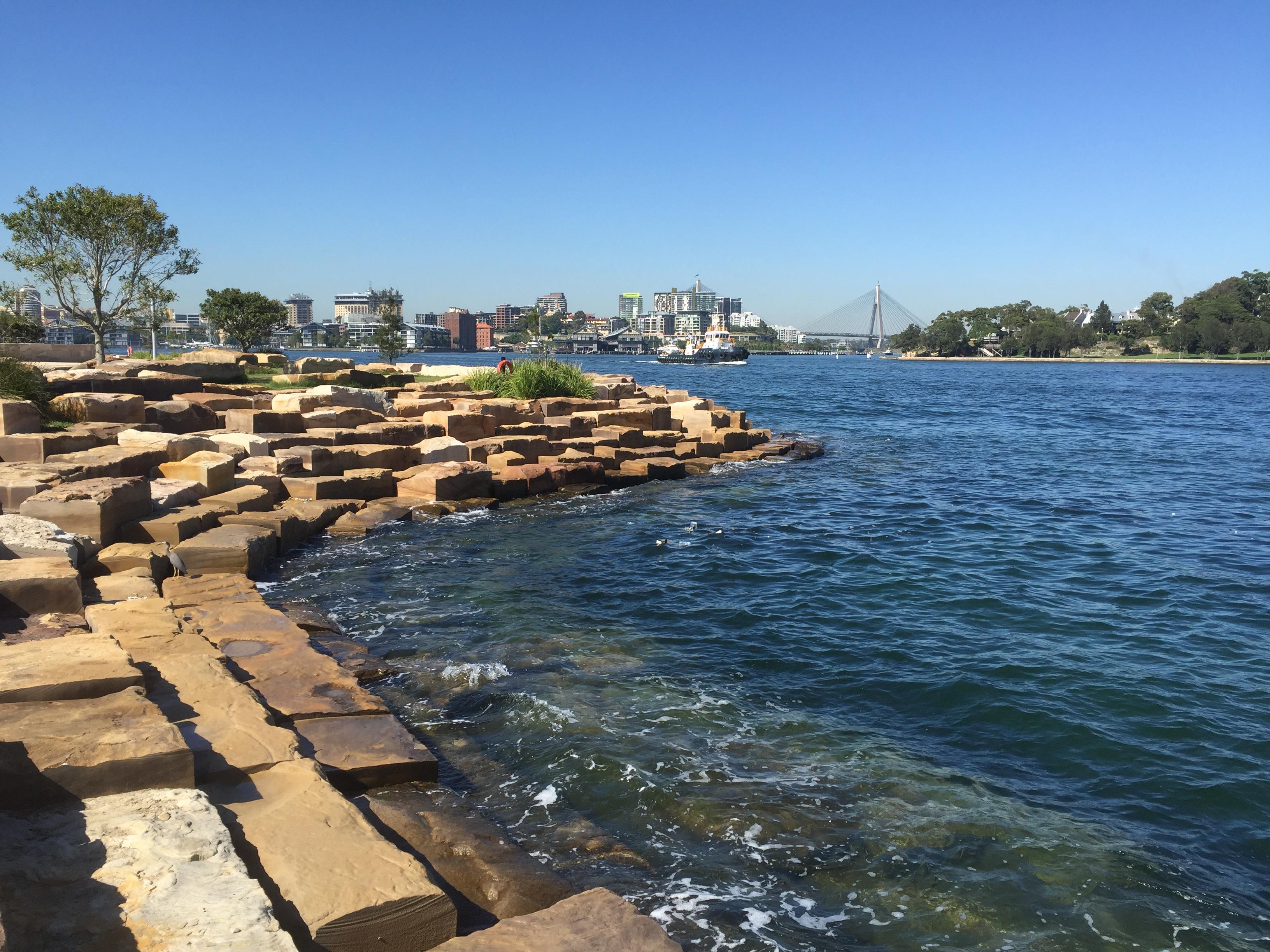 Intervenção antrópica  na orla de Sidney (Austrália) para conter o avanço do mar e ao mesmo tempo propiciar o desenvolvimento da biodiversidade natural. Foto: Paula Kasten
